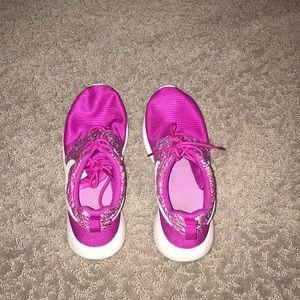 Nike roshe sneakers size 6